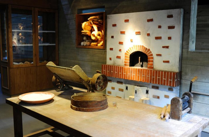 Hacer pan con los niños: Taller en el Museo del Pan de Mayorga